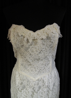 1980's Ivory strapless lace dress/40