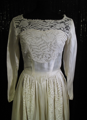 1950's Cream satin gown with lace inserts/34