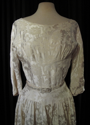 1950's Cream flower-brocade gown/32-34