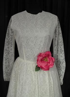 1950's White lace gown with raw hemline/36