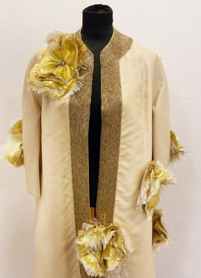 1960's Cream coat customized with gold raw flowers/40