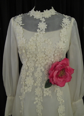 1960's Cream organza gown with lots of lace flowers/36