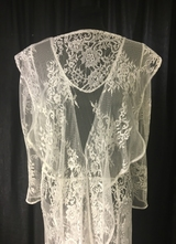 1930's-style White lace gown with ruffle collar/40