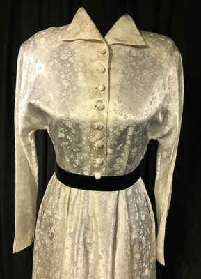 1940's White brocade gown with collar/34-36