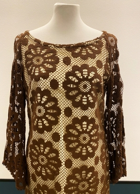 1970's Brown crochet dress with flared sleeves/40