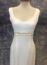 1990's White crepe dress with satin belt/34