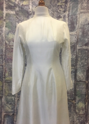 1970's Ivory silk gown with pleated hemline/38