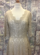 1930's-style Khaki lace gown with square skirt/38-40