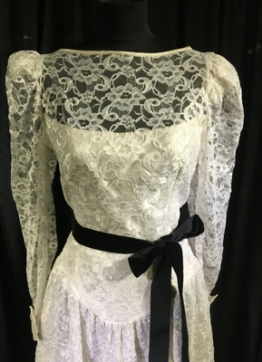 1980's White lace dress with open back/40