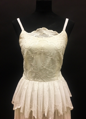 1970's Cream lace-tulle gown with straps/36-38