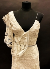 1990's White one-shoulder lace gown/34-36