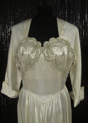 1940's White satin gown with thread-embroidery/36-38