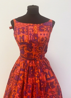 1950's Red cotton print gown/32