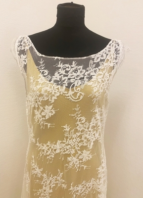 1930's-style White A-line lace gown/38-40