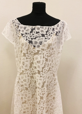 1930's-style White high-low lace gown/40