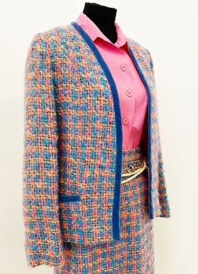 1970's Pink/blue Chanel-style wool suit/38