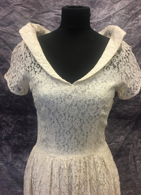 1940's Ivory lace gown with collar/34-36