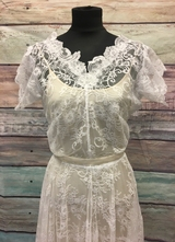 1930's-style Ivory asymmetrical lace gown/38