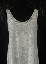 1960's-style White graphic-lace dress/36-38
