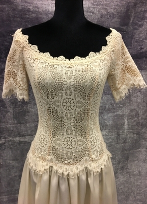 1980's Cream gown with lace top/36