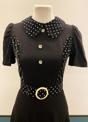 1960's Black mini-dress with dotted belt/34-36