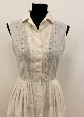 1950's Ivory broderie anglaise dress/34
