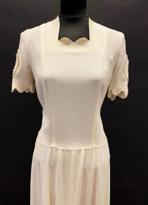 1940's Cream crepe gown/38-40