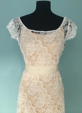1930's-style White lace gown with irregular hemline/38-40