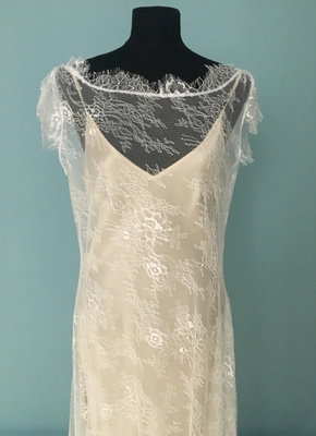 1920's-style White bias-cut dress in delicate lace/40-42