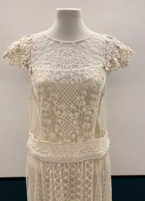 1920's-style Ivory tulle dress with lace sleeves/38