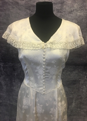 1940's Ivory brocade gown with huge collar/40