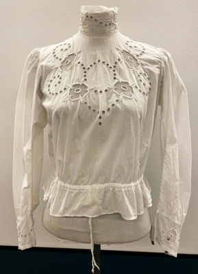 1905's White embroidered cotton blouse/34-36