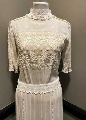 1910's White cotton embroidered gown/36