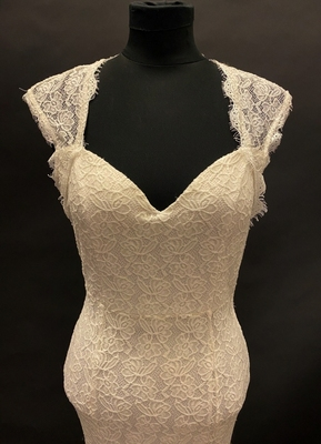 1990's Ivory lace mermaid gown/34-36