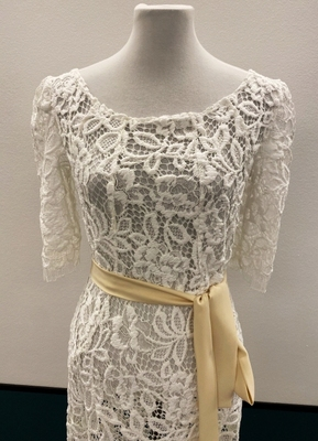 1930's-style White knitted lace gown/38