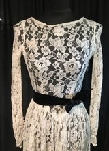 1930's White thin lace gown with sleeves/32-34