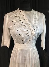 1910's White cotton dress with embroidery/32