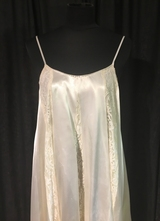 1970's-style Cream satin lace dress with train/38-40cm.