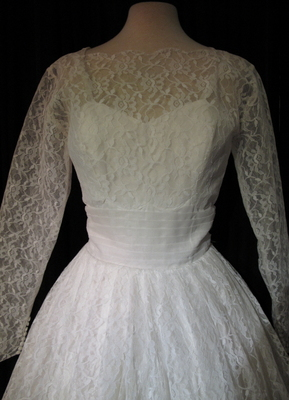 1950's White lace gown with pleated sash/32-34