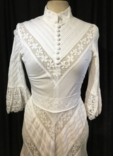 1970's White cotton gown with lace ribbons inserts/34