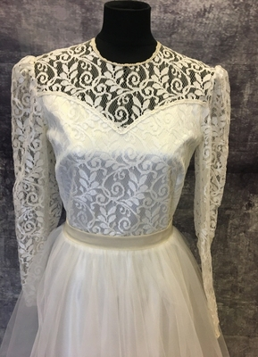 1980's Cream lace/tulle gown/36