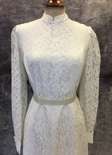 1960's White lace gown with long sleeves/38