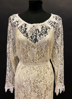 1980's Cream lace gown in Charleston-style/42