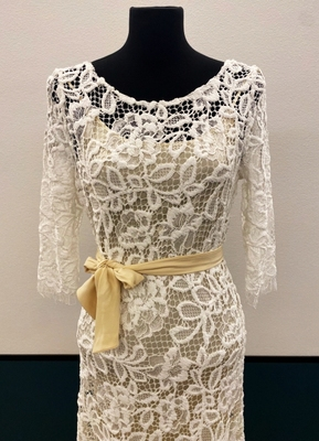 1930's-style Cream lace gown with open back/38