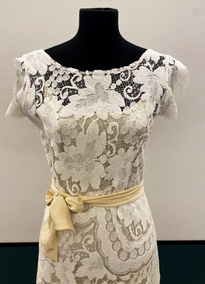 1930's-style Ivory graphic lace gown/36-38