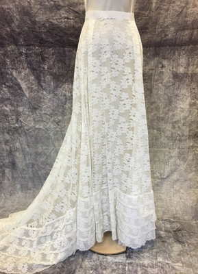 1970's Cream lace skirt with train/38