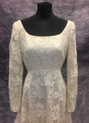 1970's Cream lace ruffle gown/36