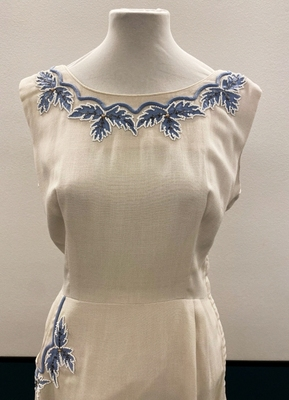 1950's Ivory linen dress with embroidery/38